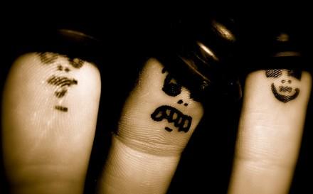 fingers-778614_1280